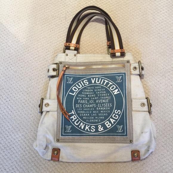 ec3849329b0 Louis Vuitton Handbags - Louis Vuitton Trunks   Bags Globe Shopper GM Tote